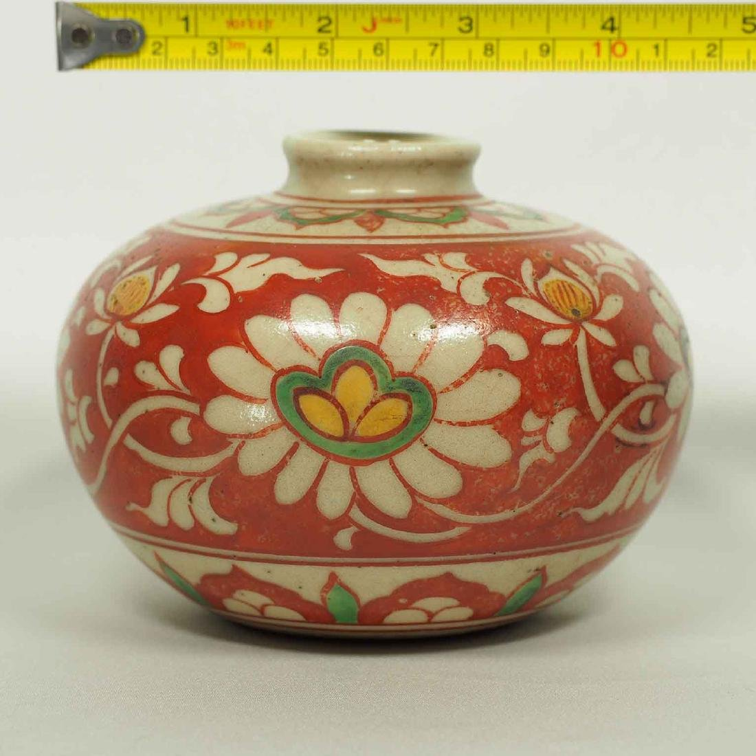 Large Wucai Jarlet with Floral Scroll Design, late Ming - 8
