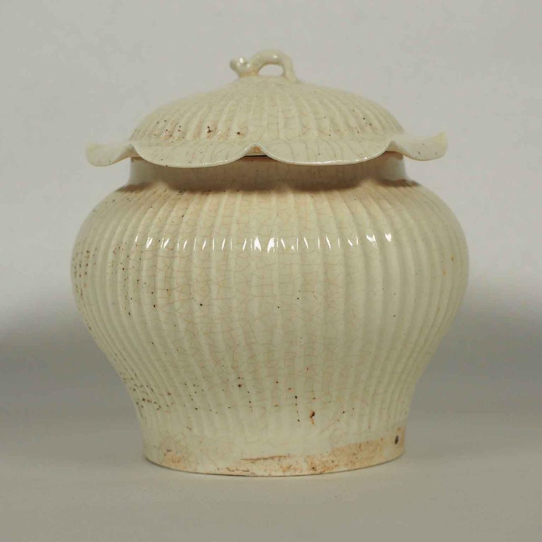 White Glaze Fluted Jar with Lid, Song Dynasty