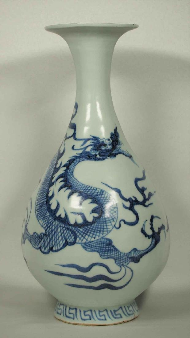 Yuhuchun Vase with Dragon Design, early Ming Dynasty