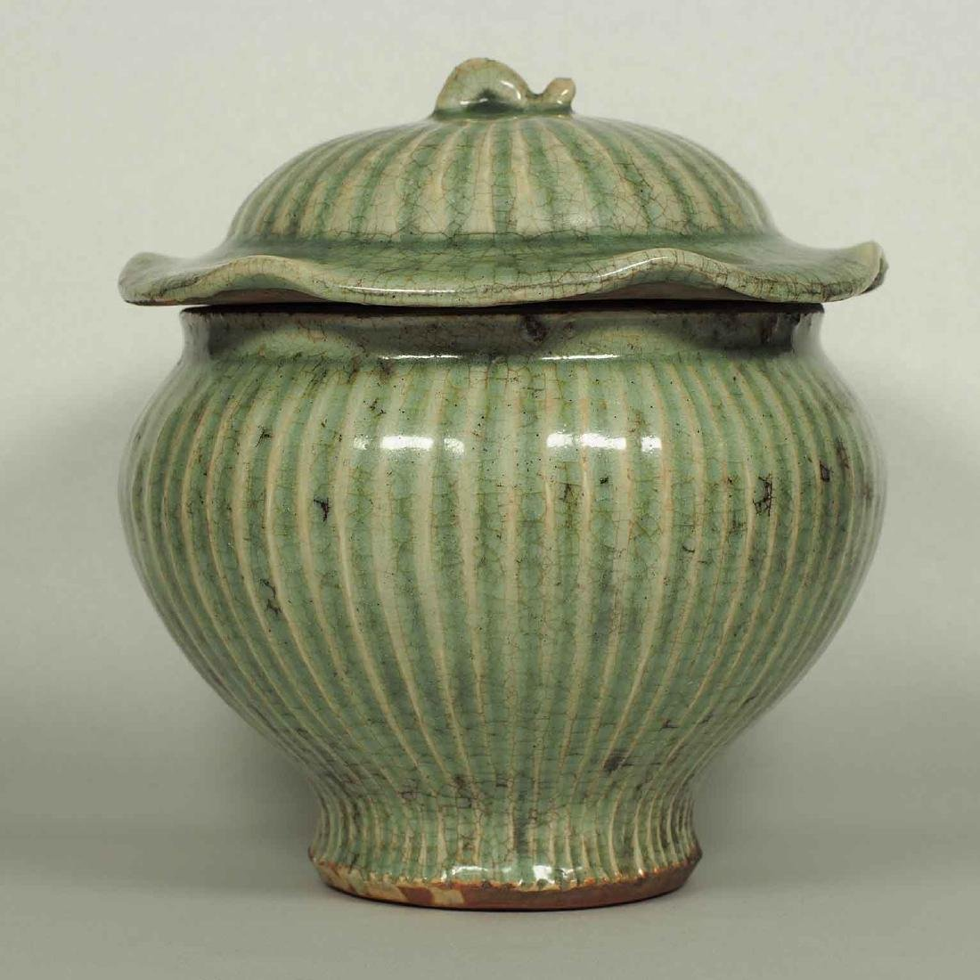Longquan Fluted Jar with Lid, late Southern Song-early