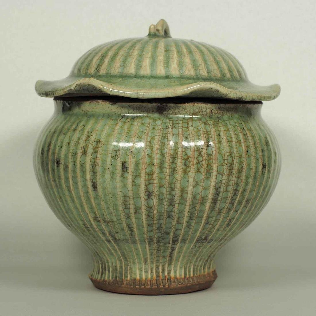 Longquan Fluted Jar with Lid, late Southern Song-early - 3