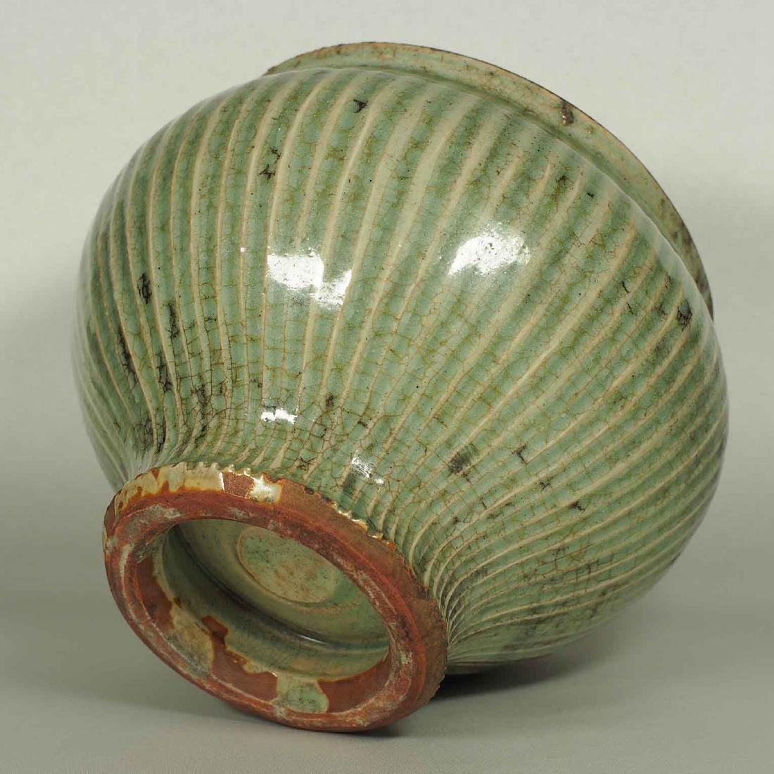 Longquan Fluted Jar with Lid, late Southern Song-early - 8