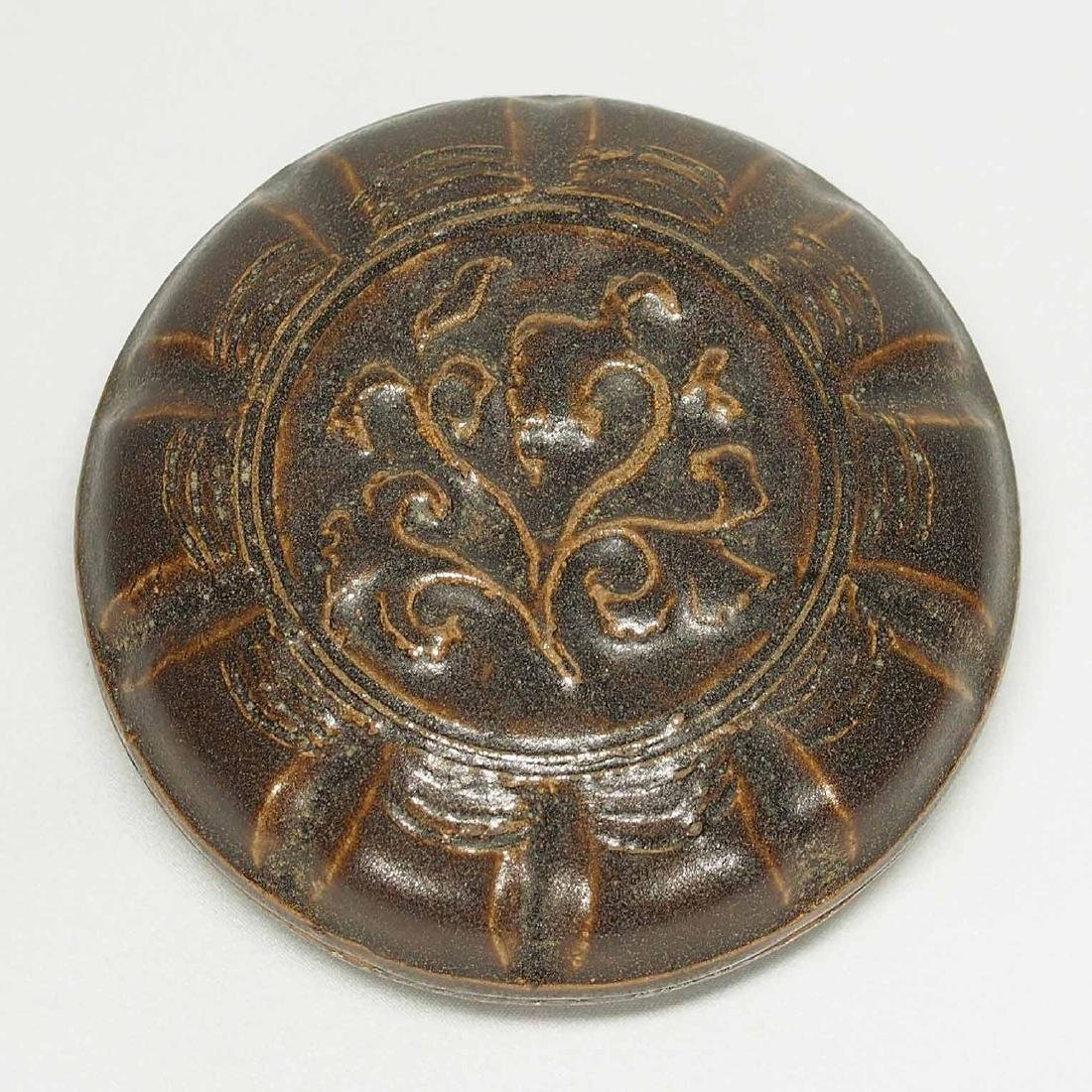 Lobed Cosmetic Box With Impressed Peony, Song Dynasty