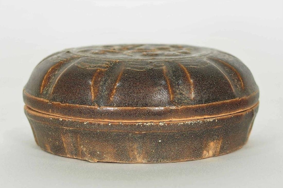 Lobed Cosmetic Box With Impressed Peony, Song Dynasty - 2