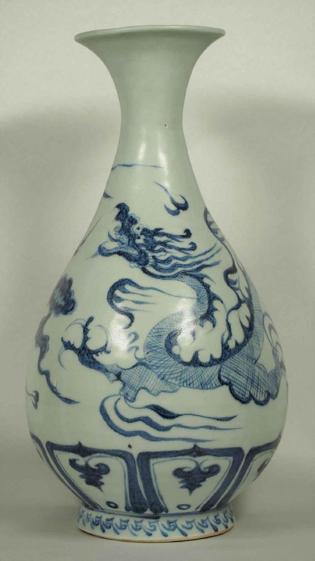 Yuhuchun Vase with Dragon Design, Ming Dynasty