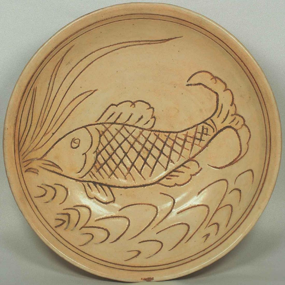 Cizhou Plate with Sgrafitto  Fish, Jin Dynasty