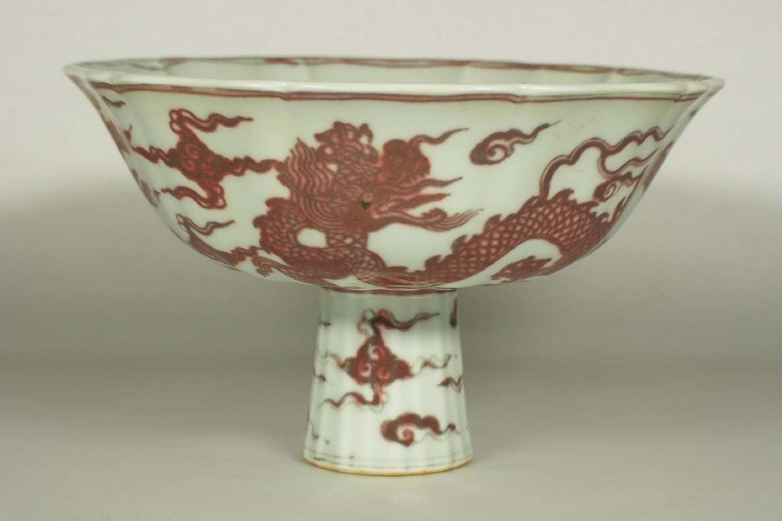 Lobed Stemcup with Dragons, Xuande Mark, late Ming - 3