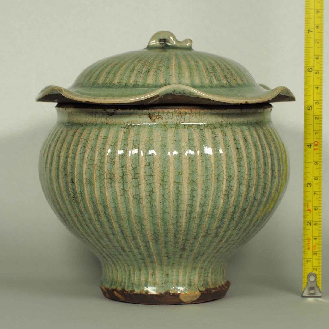 Longquan Fluted Jar with Lid, late Southern Song-early - 10