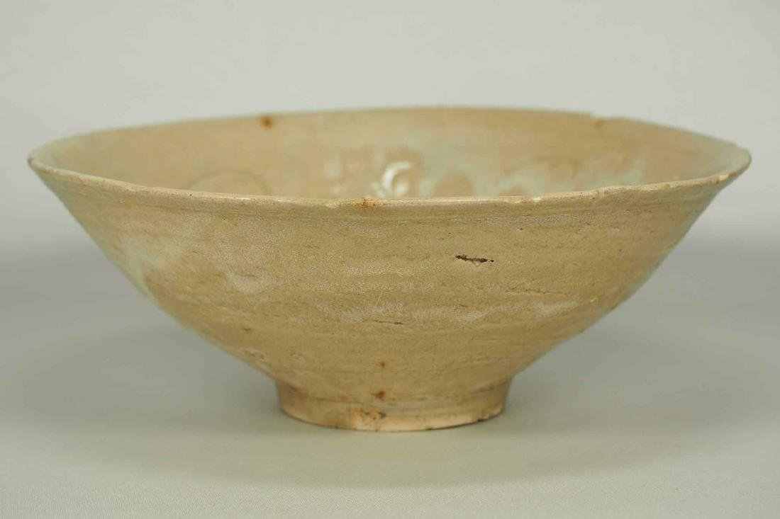 Yue Celadon Bowl with Incised Design, Song Dynasty - 3