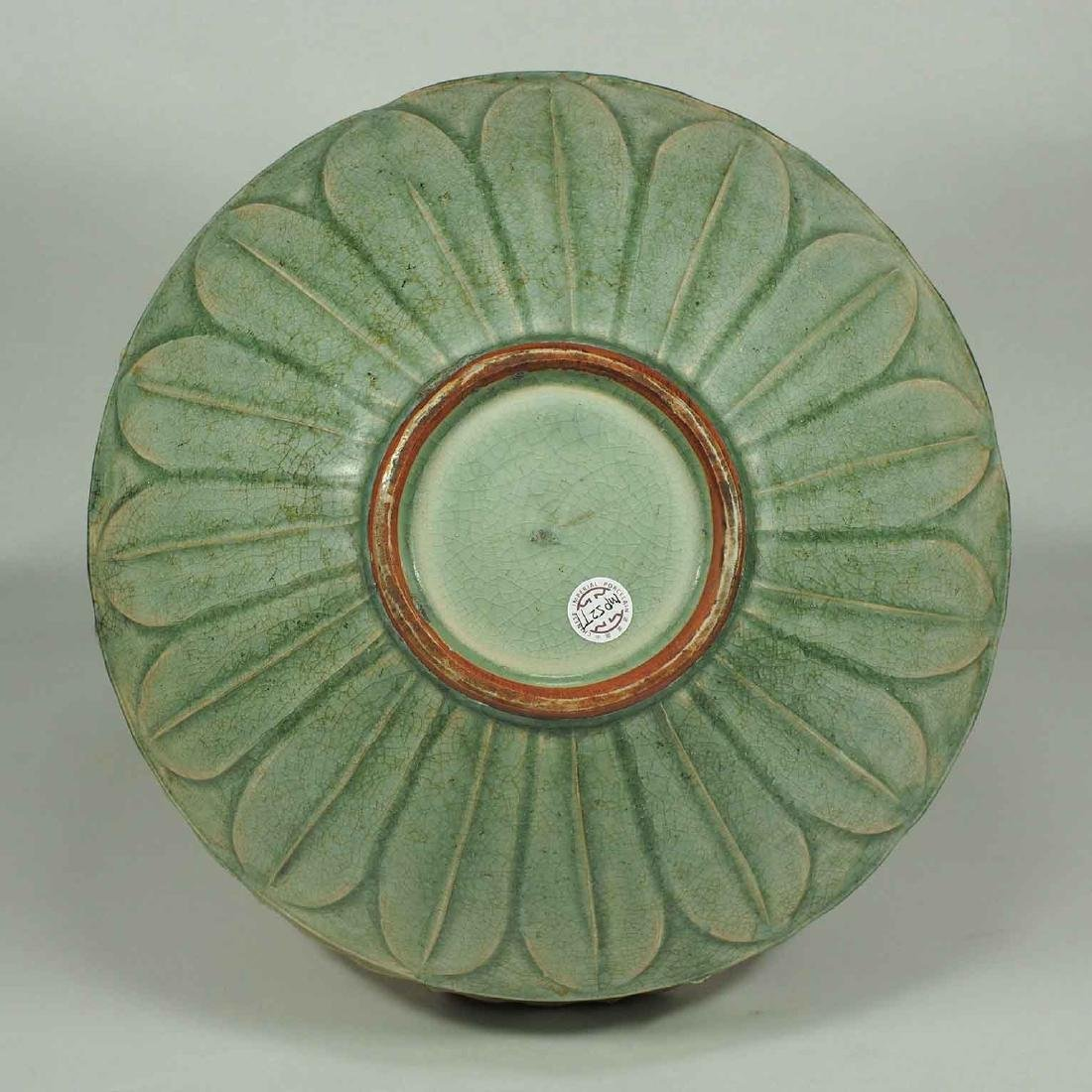 Large Longquan Bowl with Carved Lotus Petal, early Yuan - 6