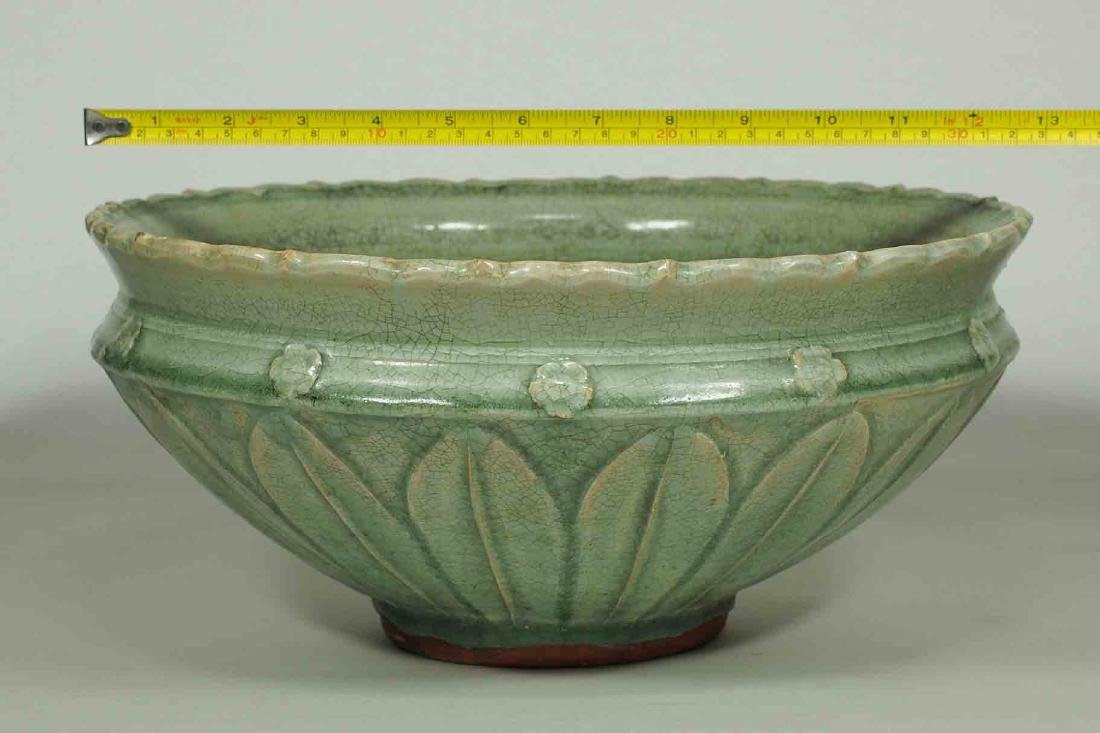 Large Longquan Bowl with Carved Lotus Petal, early Yuan - 8