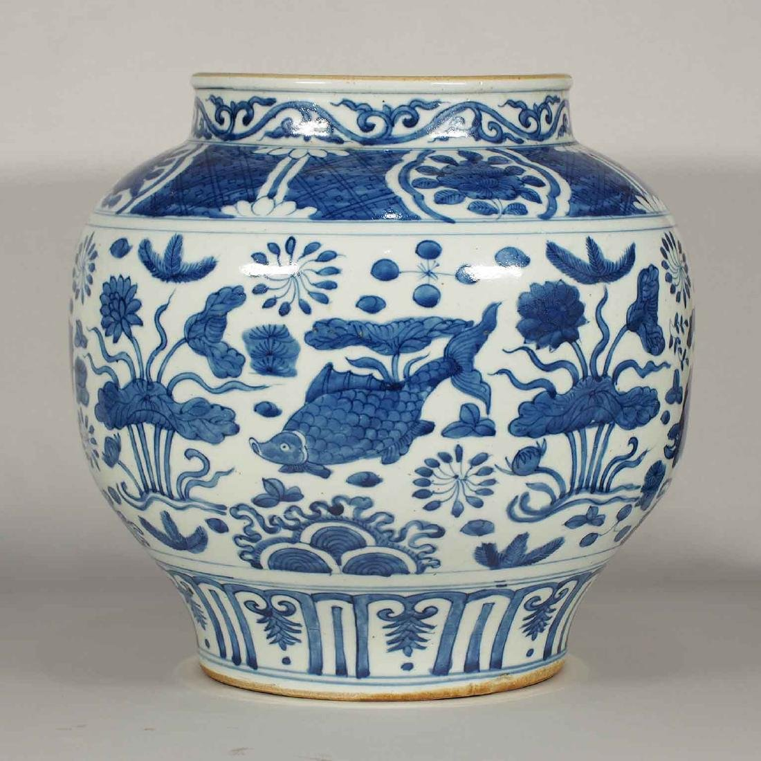 Jar with Fishes in a Pond Design, Wanli, Ming Dynasty - 3