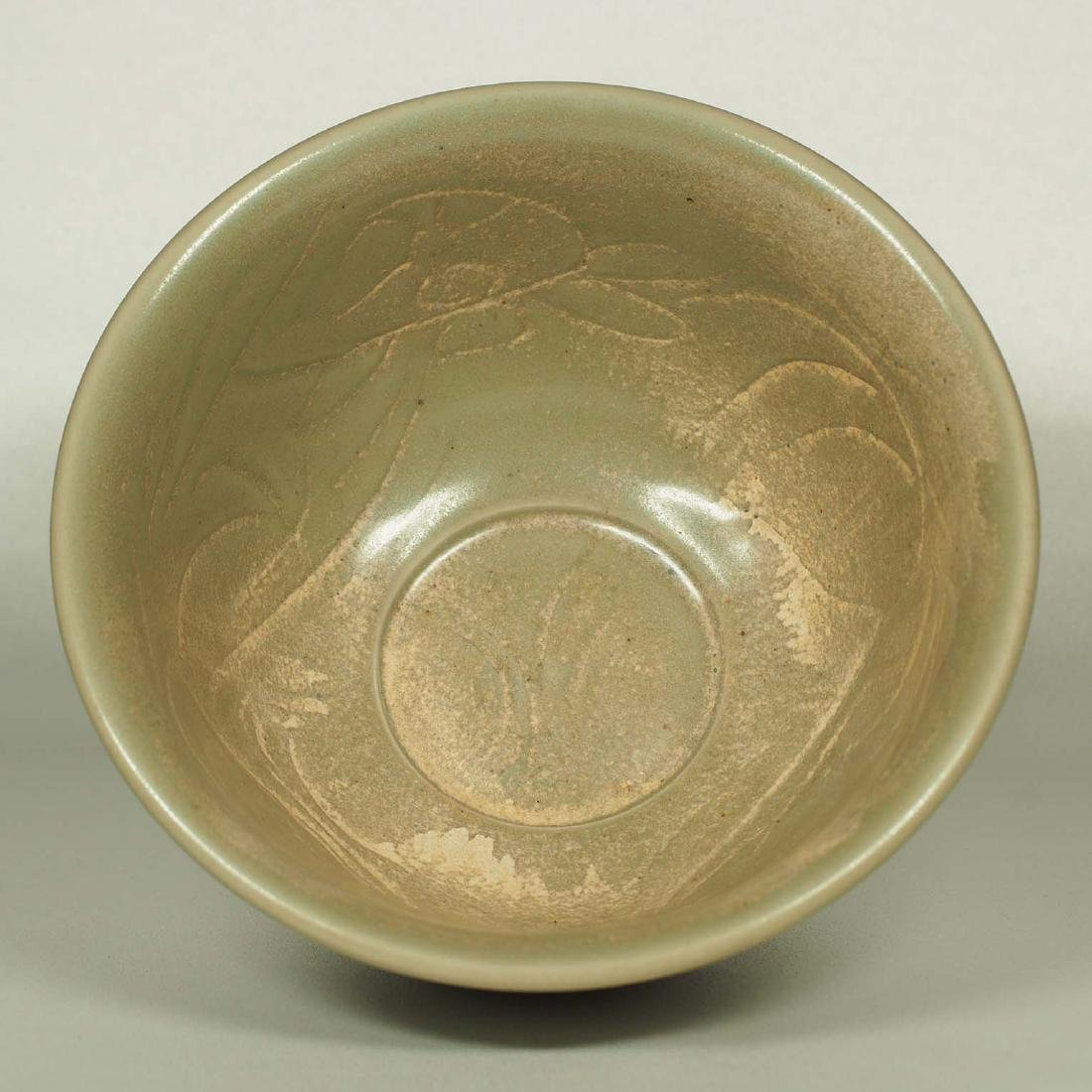 Longquan Bowl with Incised Design, Ming Dynasty - 2