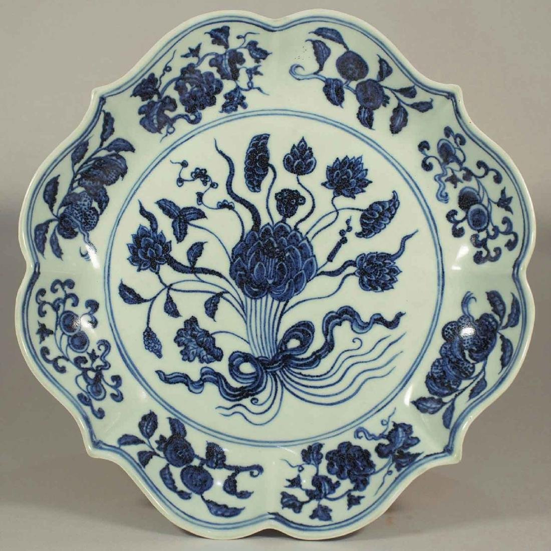 Charger with Hand-Bouquet Flowers, Yongle, Ming Dynasty