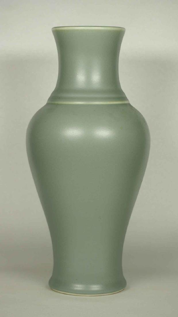 Wintergreen Vase, Qianlong Mark, late Qing Dynasty
