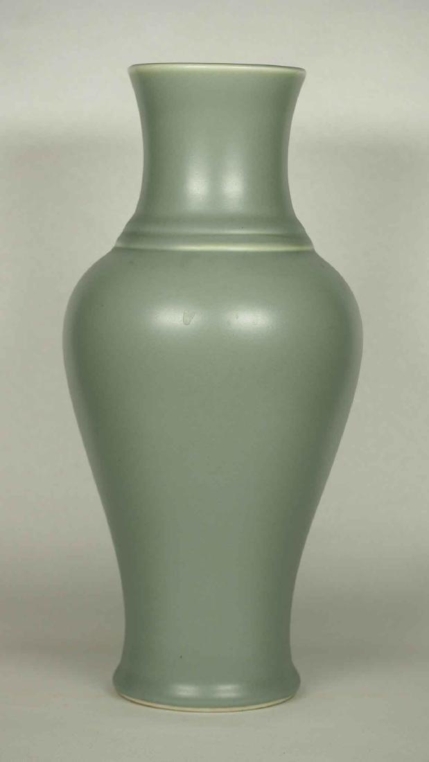 Wintergreen Vase, Qianlong Mark, late Qing Dynasty - 2