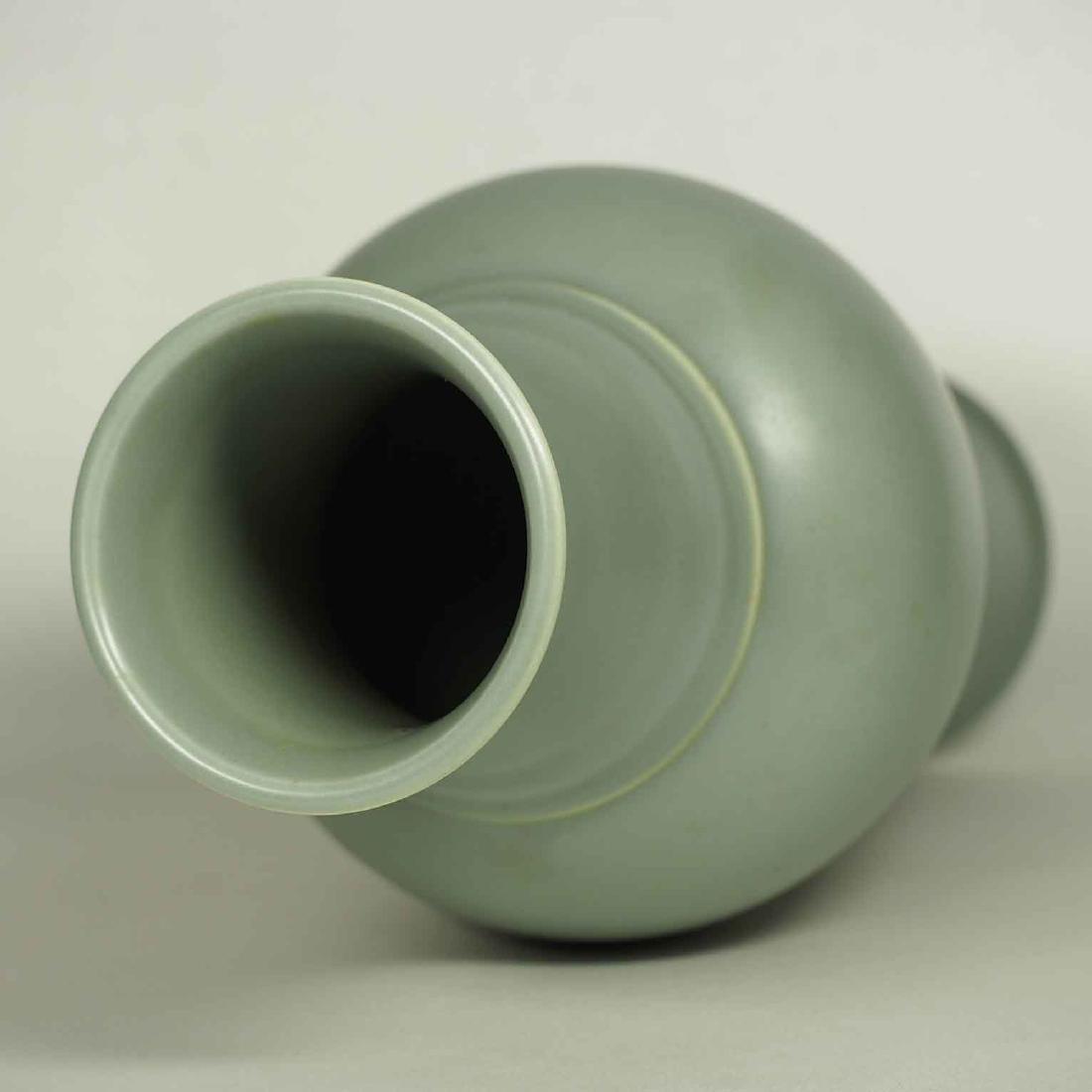 Wintergreen Vase, Qianlong Mark, late Qing Dynasty - 3