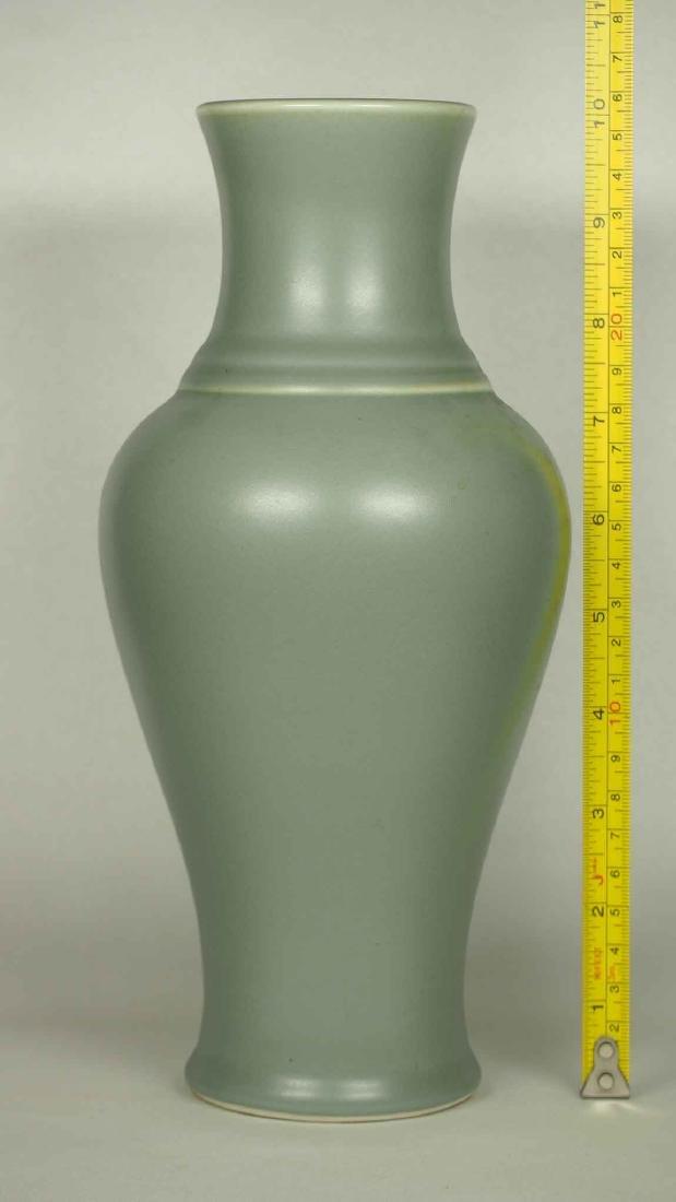 Wintergreen Vase, Qianlong Mark, late Qing Dynasty - 7