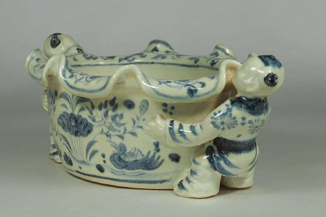 Foliated Rim Washer with Moulded Kids, Yuan Dynasty - 3