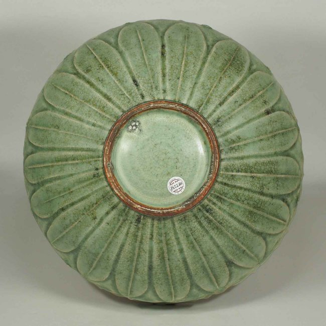 Large Longquan Bowl with Carved Lotus, early Yuan - 6