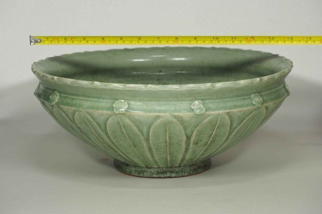 Large Longquan Bowl with Carved Lotus, early Yuan - 8
