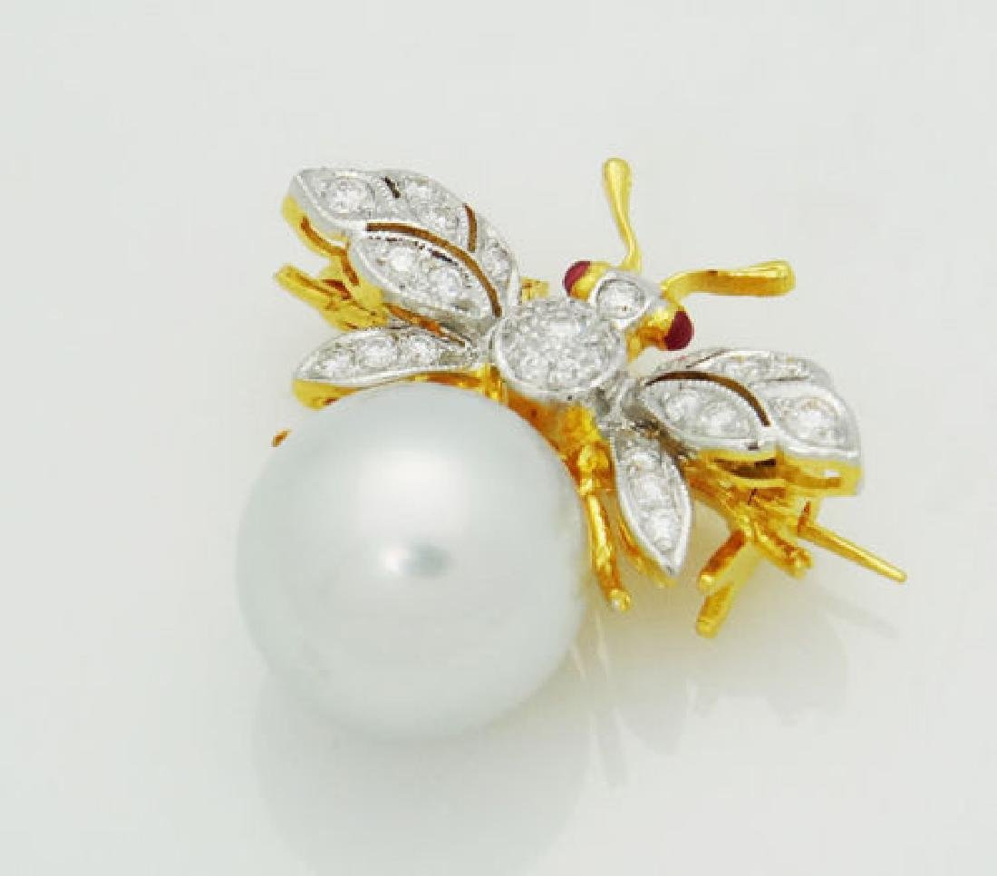 18k Gold VVS, E, Diamonds With Pearl Bee Brooch