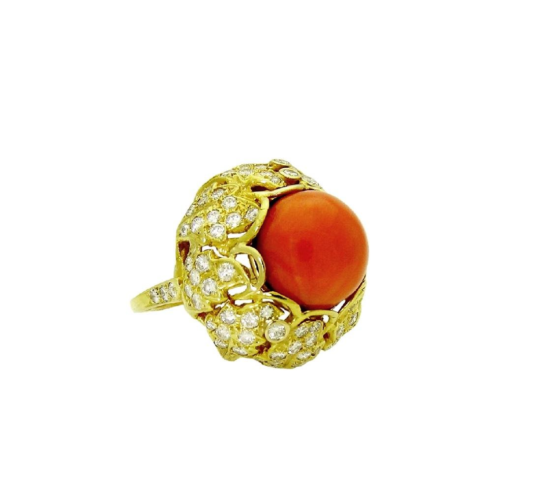 Stunning 18K Gold Coral center stone and Diamond Ring - 2