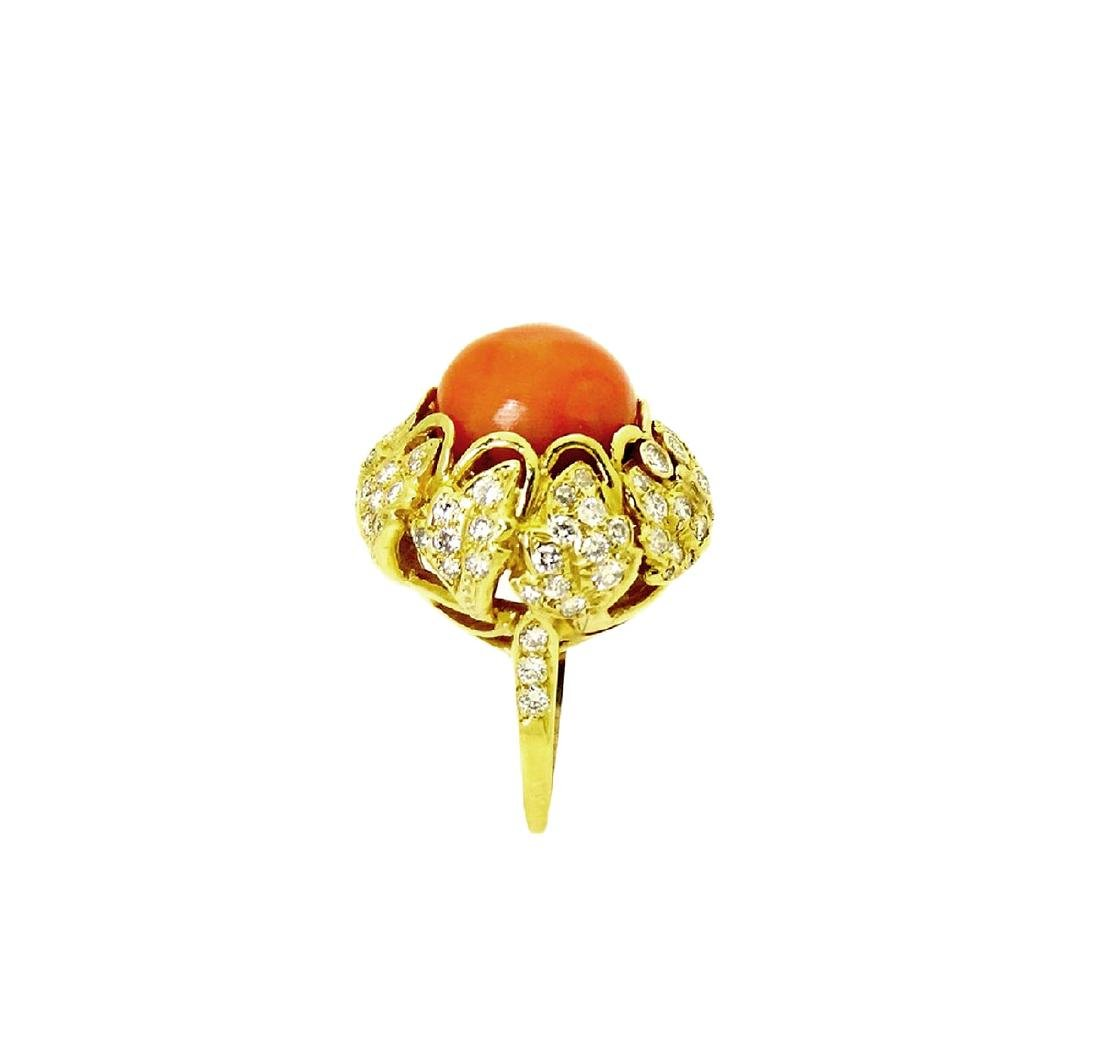 Stunning 18K Gold Coral center stone and Diamond Ring - 4
