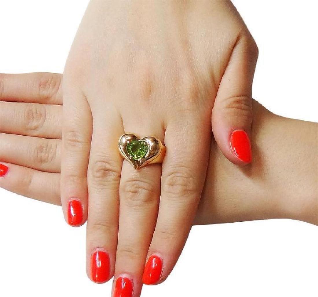 Van Cleef & Arpels 18k Y Gold Heart Shape Peridot Ring - 5