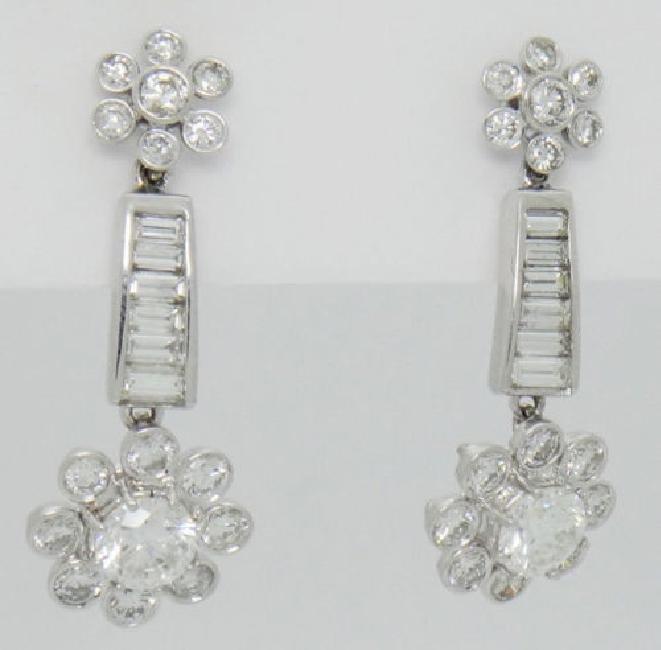 Beautiful 3.40TCW Diamond & 18k White Gold Dangle Drop