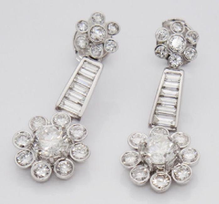 Beautiful 3.40TCW Diamond & 18k White Gold Dangle Drop - 2