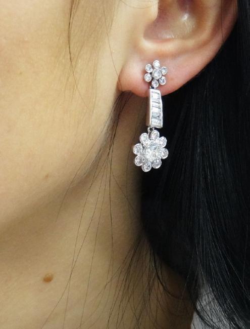 Beautiful 3.40TCW Diamond & 18k White Gold Dangle Drop - 5
