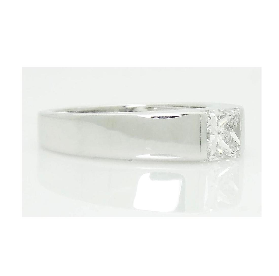 Cartier Platinum 0.90 TCW Princess Cut Diamond Ring - 4