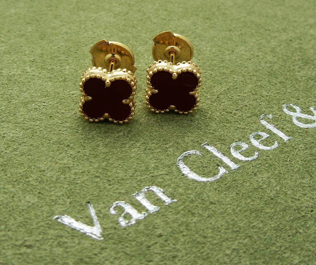Van Cleef & Arels Sweet Alhambra 18k Carnelian Mini