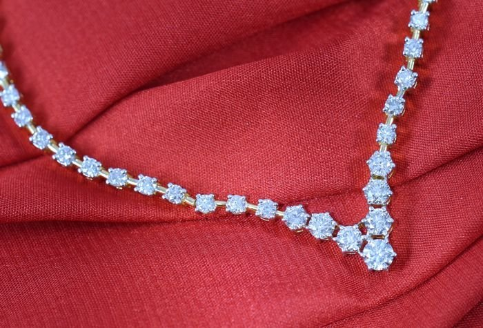 IGI certified 6.92ct. Solitaire Diamond String Necklace