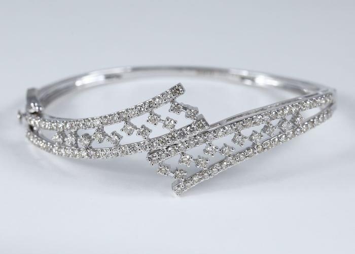 Designer Diamond Bracelet with Diamonds