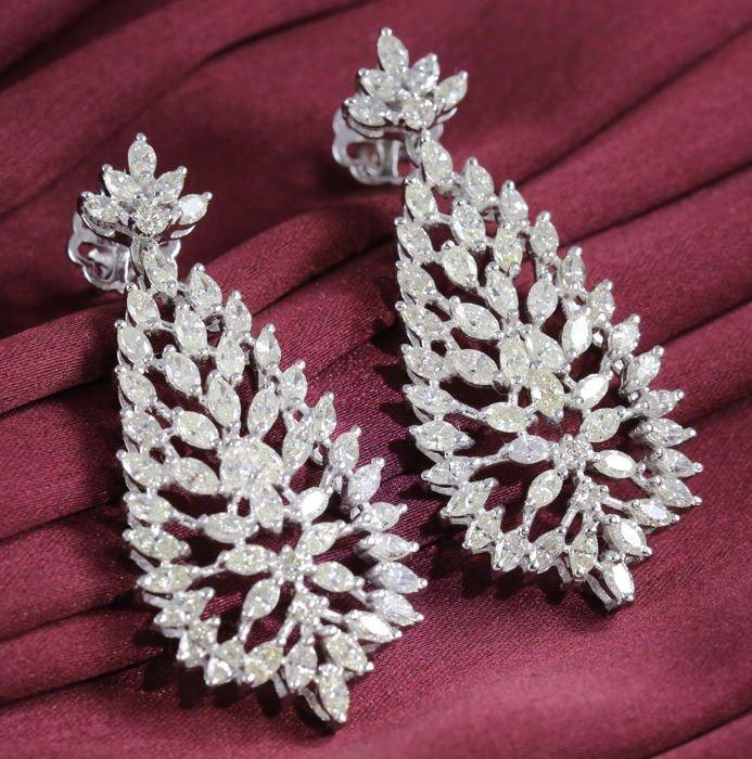 IGI certified 14 K Designer Diamond Earrings
