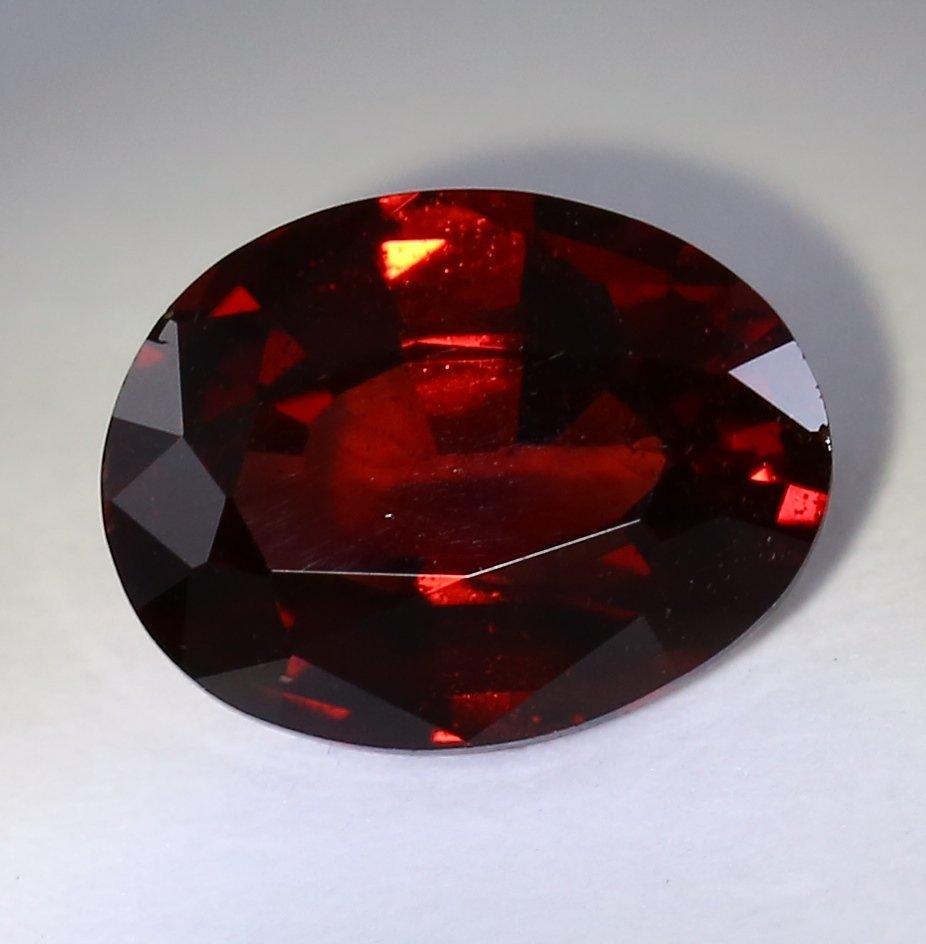 IGI Cert. 1.75 ct. Deep Red Garnet Untreated - AFRICA