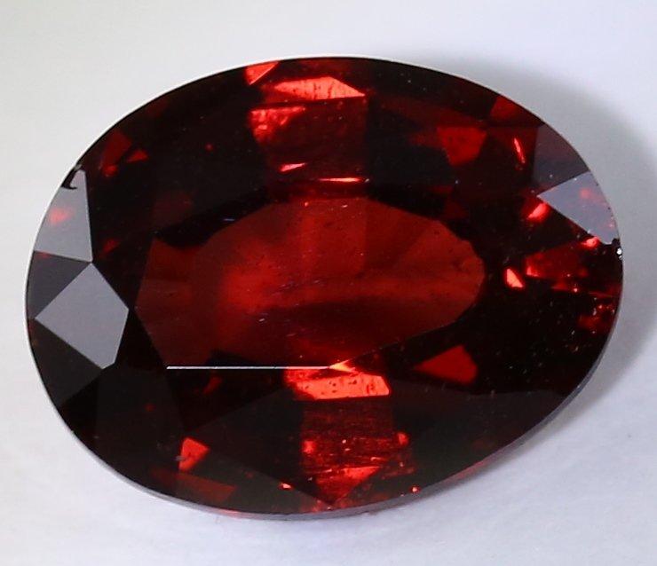 IGI Cert. 1.75 ct. Deep Red Garnet Untreated - AFRICA - 3