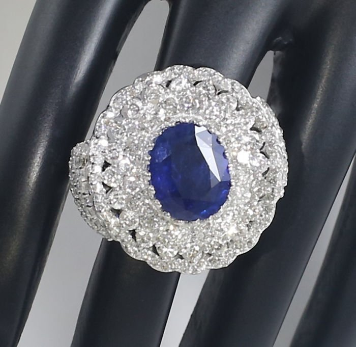 14 K White Gold Blue Sapphire (IGI) & Diamond Ring