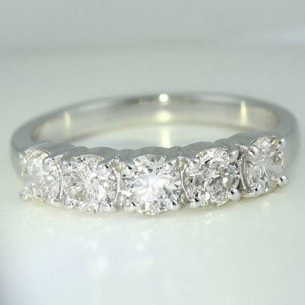 14 K / 585 White Gold IGI Cert 5 Solitaire Diamond Ring