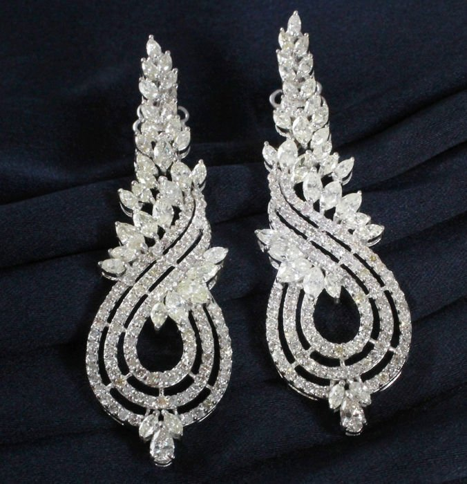 14 K / 585 White Gold Long Chandelier Diamond Earrings