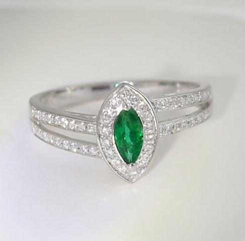 18 K White Gold IGI Certified Emerald and Diamond Ring