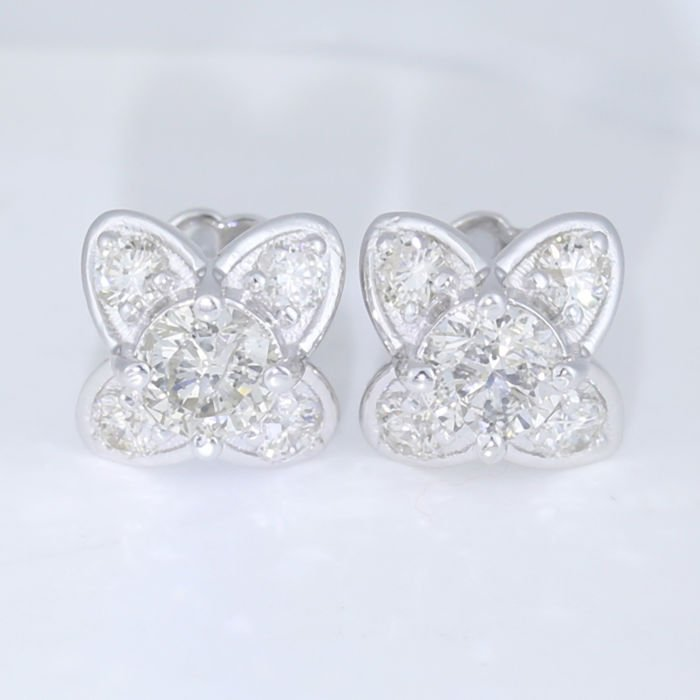 14 K White Gold Exclusive Solitaire Diamond Earrings