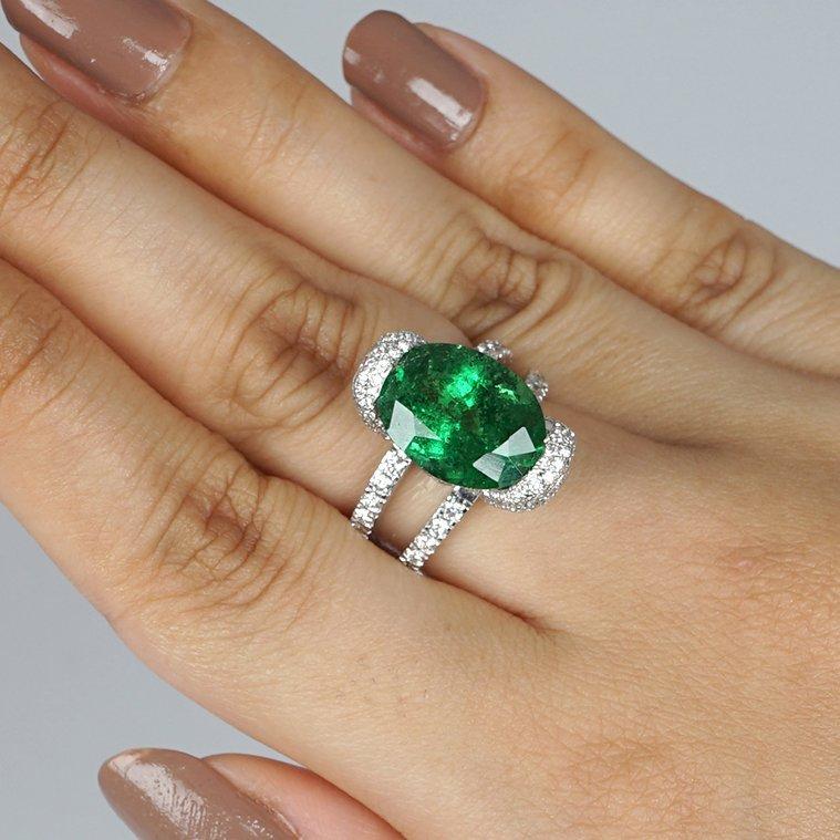 14 K / 585 White Gold Tsavorite Garnet & Diamond Ring