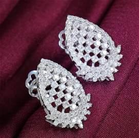 14 K / 585 White Gold IGI Certified Diamond Earrings
