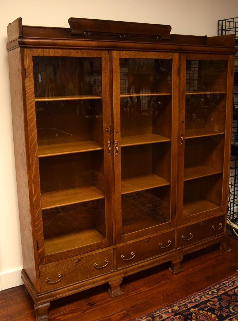 ANTIQUE TRIPLE GLASS DOOR OAK BOOKCASE: