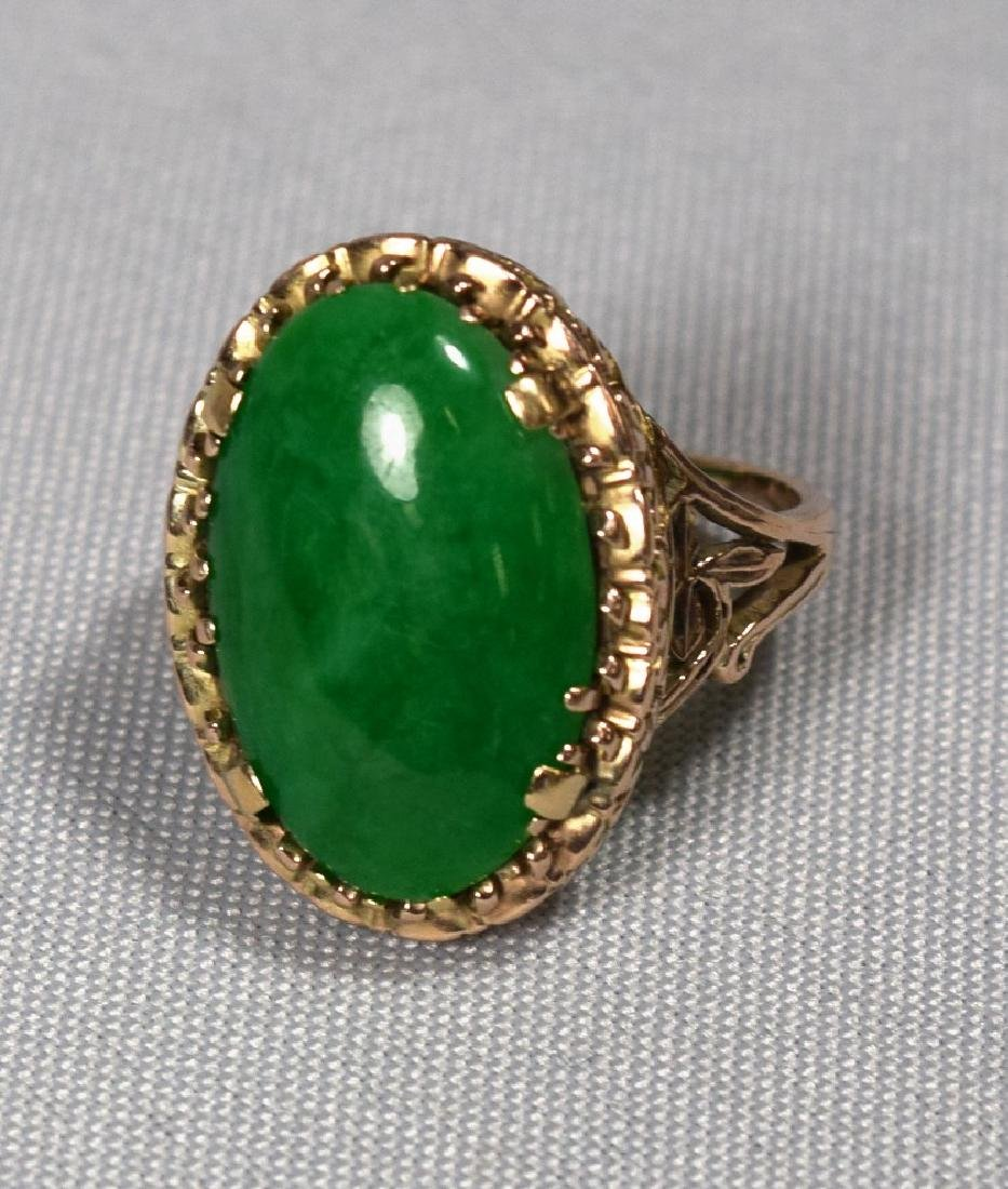 14KT GOLD & OVAL JADEITE CABOCHON RING: