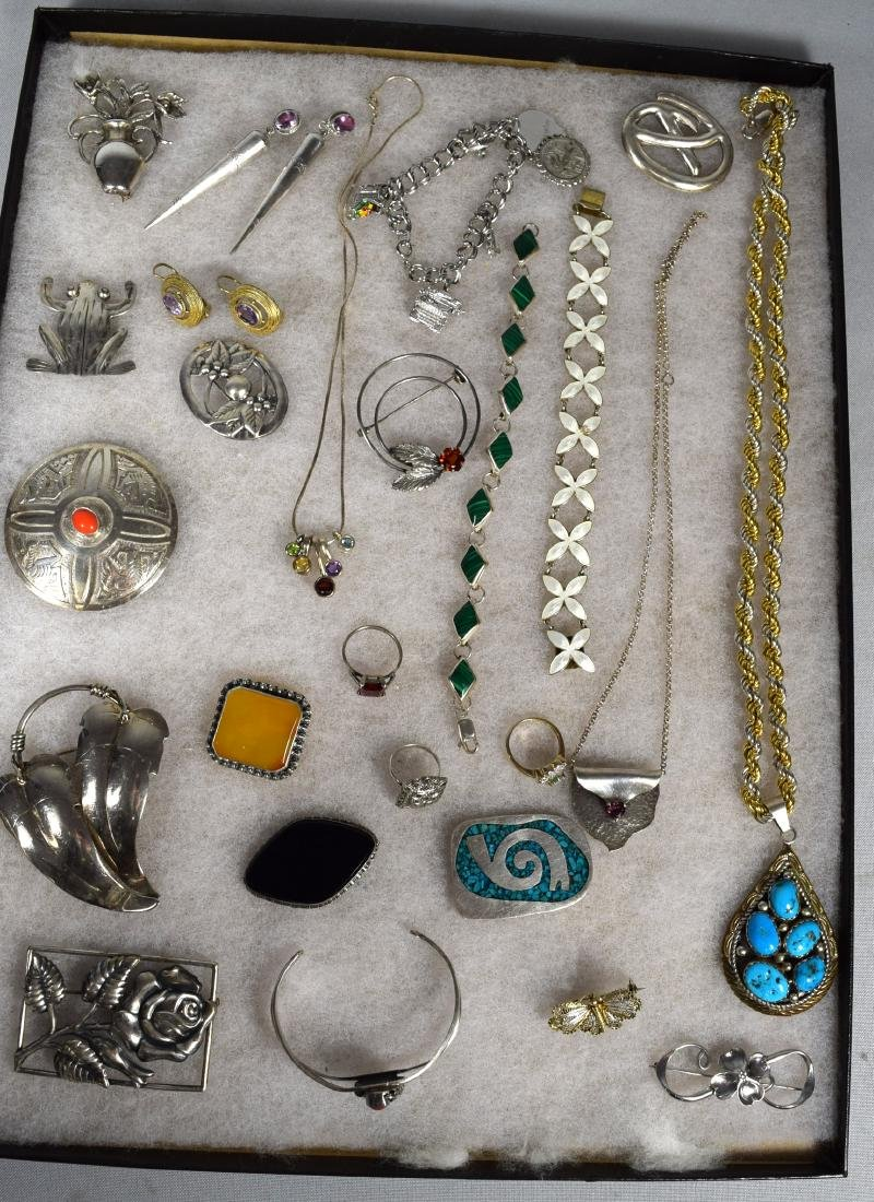 25 ASSORTED STERLING SILVER JEWELRY PIECES: