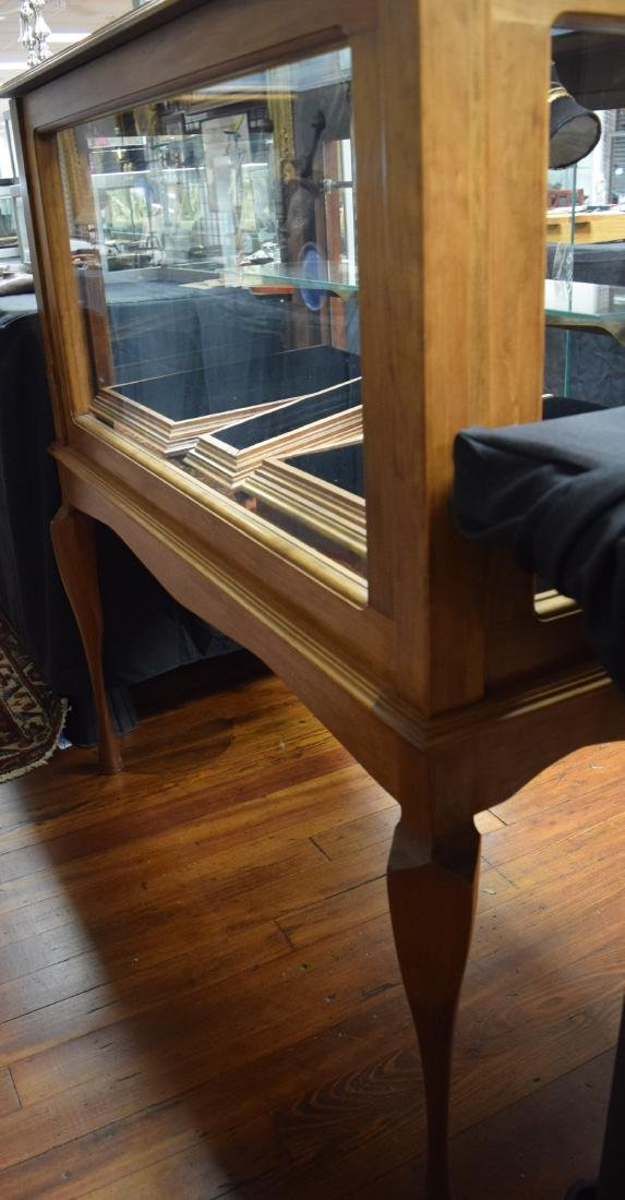 WALNUT & GLASS DISPLAY CABINET ON LEGS: